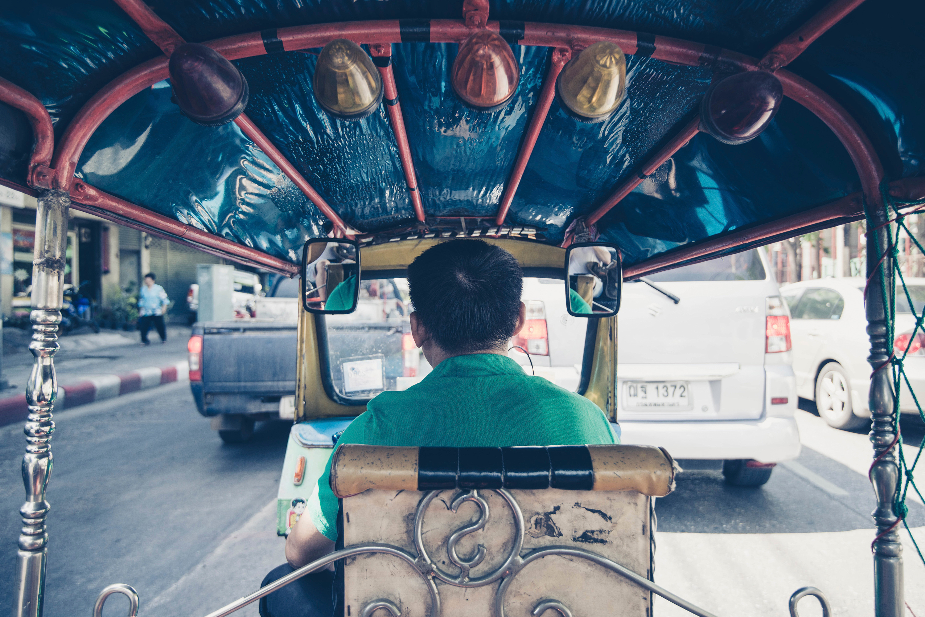Philippine taxi driver shares Gospel media on SD cards